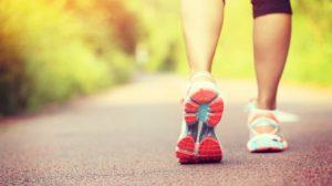 a gyaloglás enyhítette a magas vérnyomást)