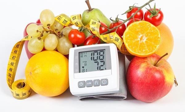 Hogyan csökkenthető a vérnyomás diétával? Így!