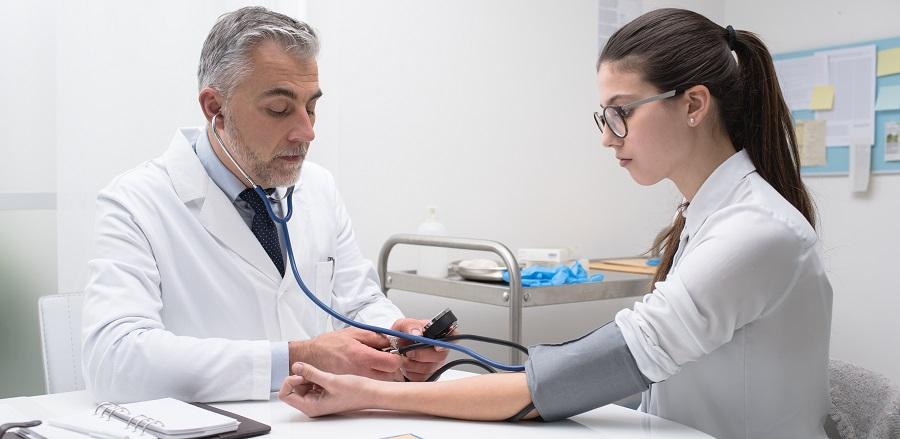 kórházi kezelés magas vérnyomás miatt