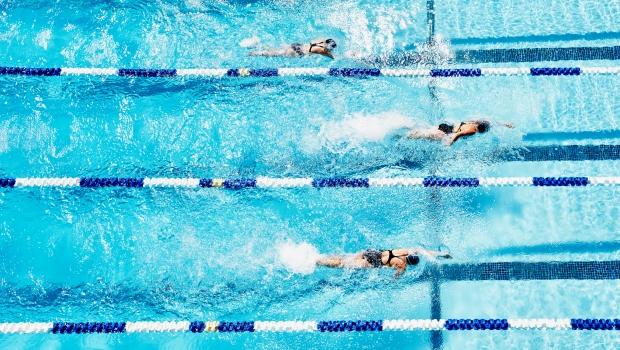 magas vérnyomás esetén úszhat a medencében)