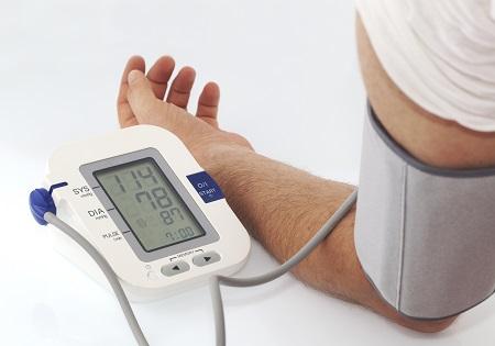 magas vérnyomás protokoll és standard ami a 2 fokozatú magas vérnyomás 4 kockázatát jelenti
