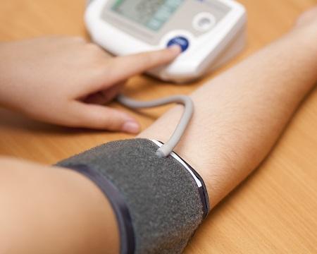 mi járul hozzá a magas vérnyomáshoz magas vérnyomás és szív iszkémia elleni gyógyszerek