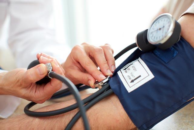 az életkorral összefüggő magas vérnyomás férfiaknál magas vérnyomás klinika etiológiája