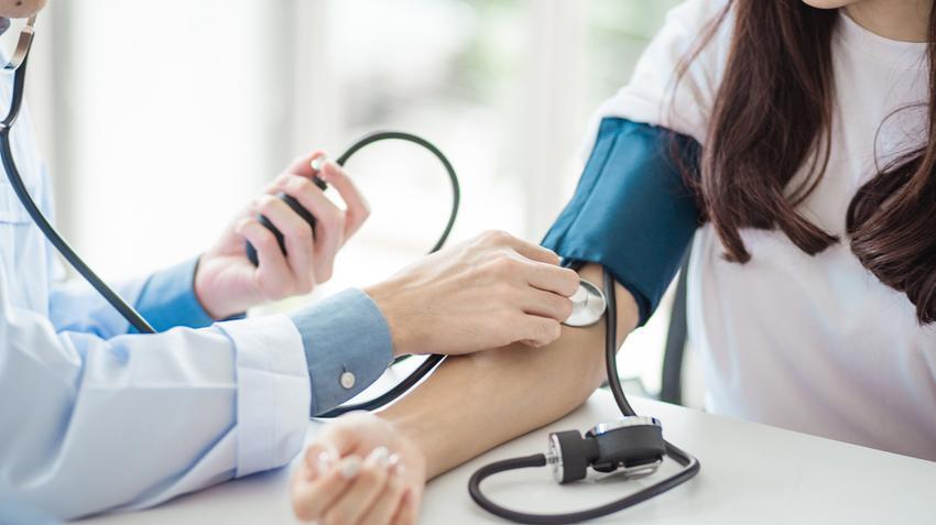 megszabadulni az akkori magas vérnyomástól
