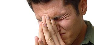 a fej egyik részének fájdalma magas vérnyomásban)