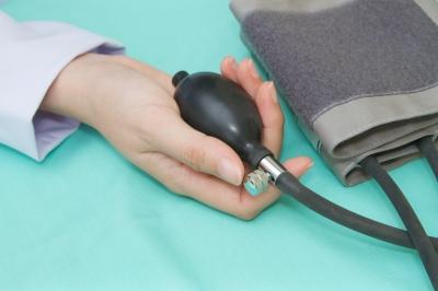 a magas vérnyomás gyorsan csökkenti a vérnyomást)