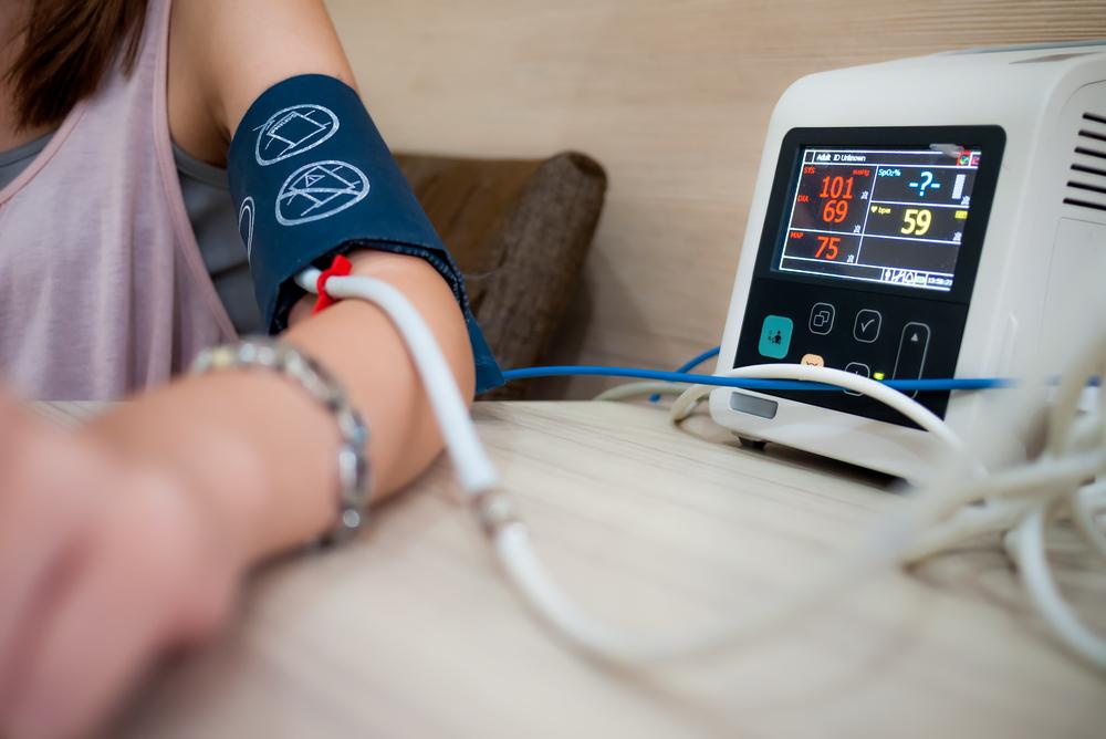 magas vérnyomás esetén a pulzus feszült)