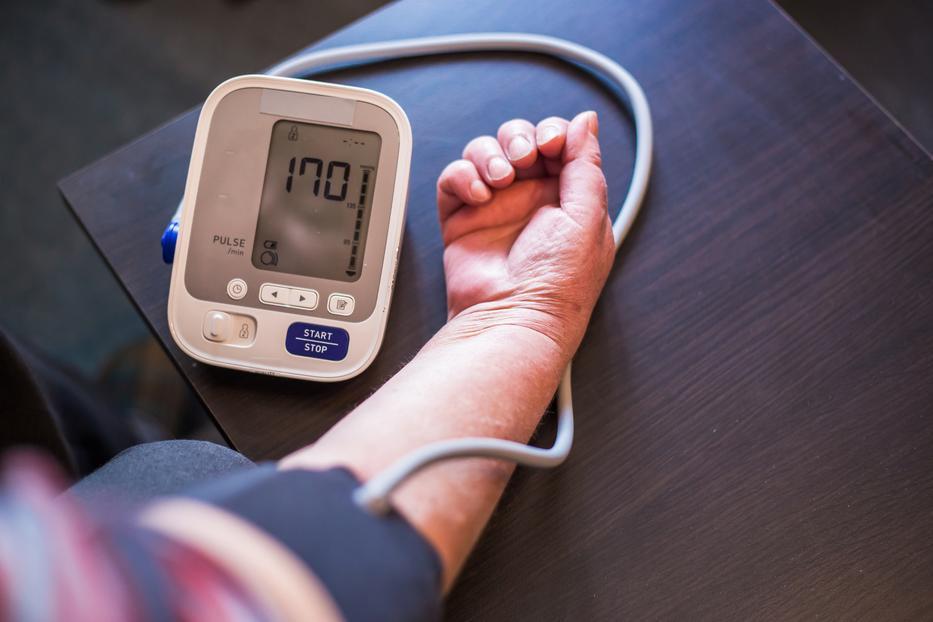 a 3 fokú magas vérnyomás kezelése a hipertónia egyidejű diagnózisa