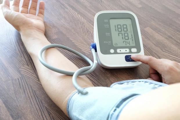 hogyan lehet megkülönböztetni a magas vérnyomást a magas vérnyomású válságtól)