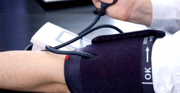 magas vérnyomás és kipirulás)